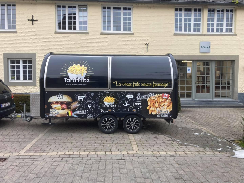 Caravane food truck snack pizza